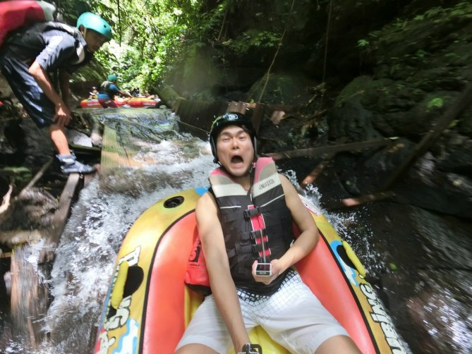 Hey!!! I am not scare okay! Just to let you have an idea what's canyon tubing! haha Anyway, I loved the smart auto focus of my face! The EX-FR100 knows who to please for sure! haha