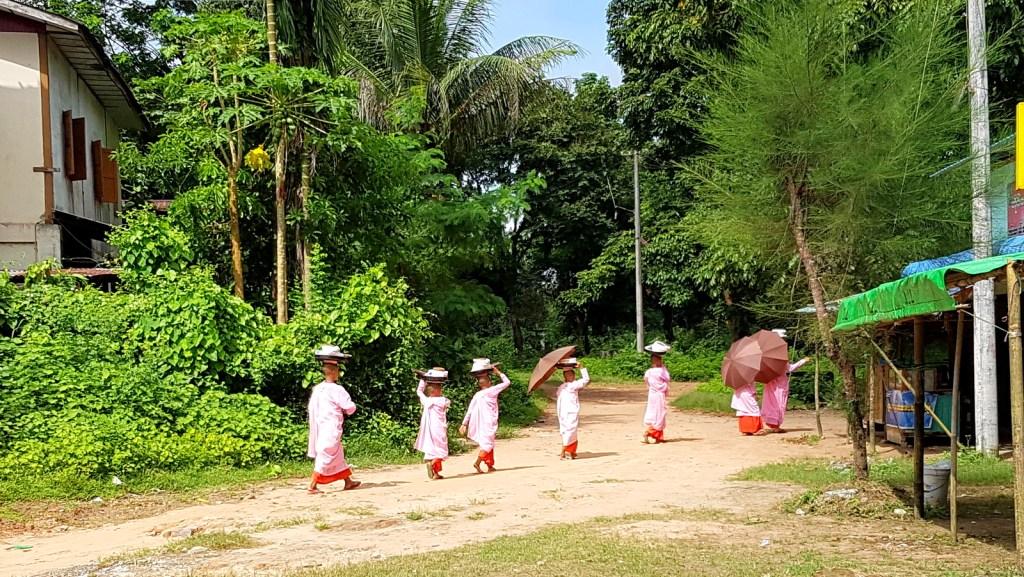 Burmese Little Nuns