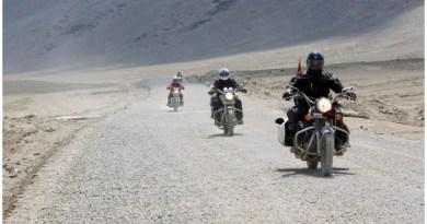 मनाली लेह राजमार्ग उन सड़कों में से एक है जो कि पृथ्वी के स्वर्ग कहे जाने वाले लेह-लद्दाख की तरफ जाता है। ये दुनिया के उन राजमार्गों में से एक है जो कि लगभग हर प्रकृति प्रेमी को पसंद आता है।