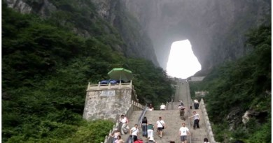 The door to heaven is in Tianmen Mountain of China
