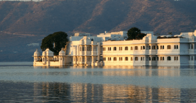 Pichola Lake is beautiful in udaipur