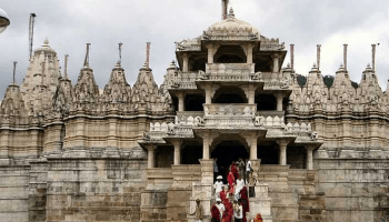 If you go to Mount Abu, then visit the Dilwara Jain Temple, its structure is very grand.