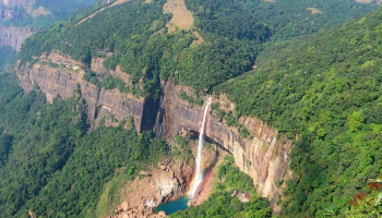Khasi Hills in Meghalaya is a beautiful place to visit
