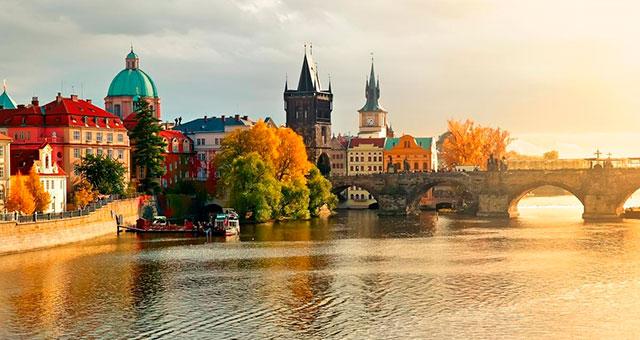 Пакетные туры: в Прагу из Москвы 15 800 в октябре!