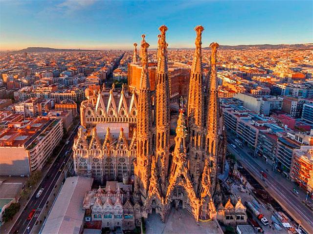 Саграда-Фамилия - Храм Святого Семейства в Барселоне