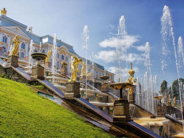 Экскурсия: Дворцы, великолепный парк и фонтаны Петергофа