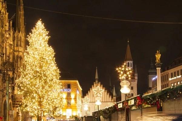 luminarie nel centro della città di Monaco di Baviera