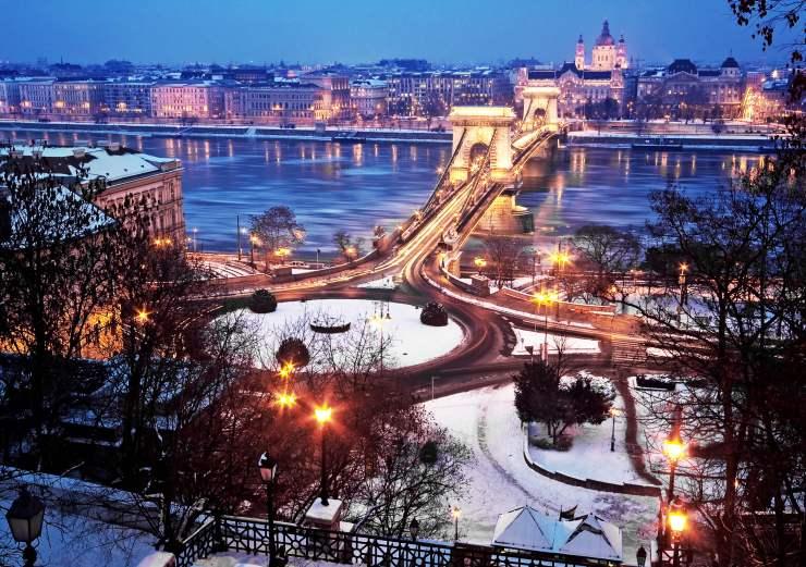 Budapest_shutterstock_156995840