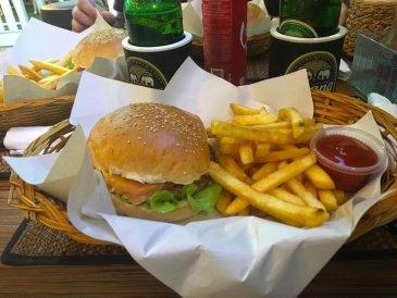 Hamburger Hause mangiare a Kata Beach 2
