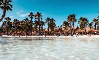 A Jesolo come ai Caraibi: al Caribe Bay arriva Roatan
