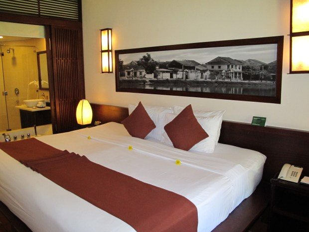 Palm Garden Resort Hoi An - extra large bed
