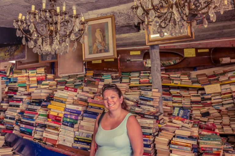 Travelling Book Junkie visits the Venice Bookshop