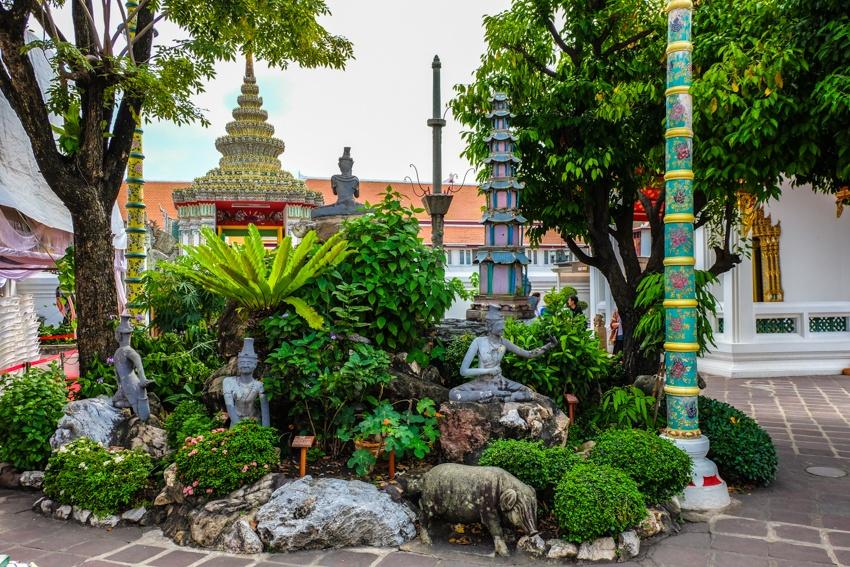 Golden reclining Buddha, Wat Pho, Bangkok, Thailand, Travelling, Travel, Travelling Book Junkie, gardens of Wat Pho