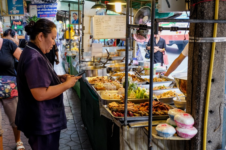 bangkok, street food, thailand, eating, stalls, food, market, eating, street, thai, travellingbookjunkie