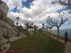 El fantástico Parque de Artillería, entre las murallas del castillo y el Mar Mediterráneo