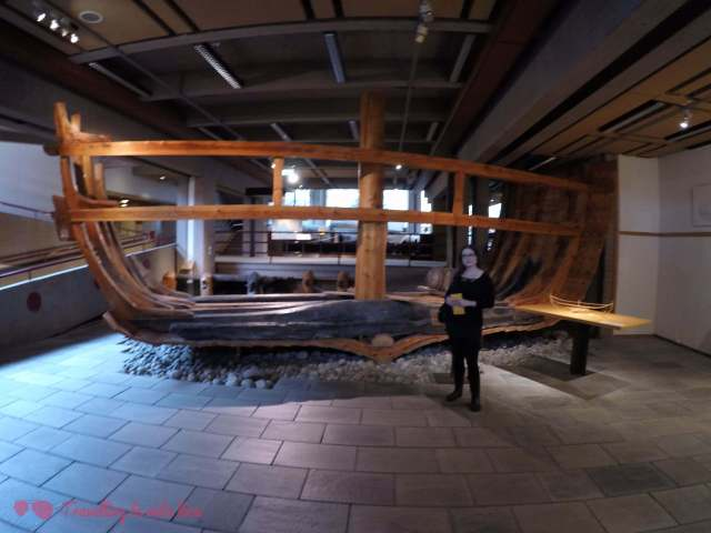 Sección de un barco vikingo en el museo de Bryggen