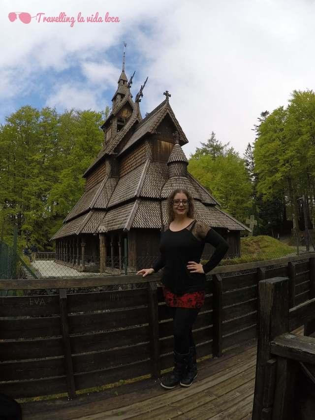 La iglesia de Fantoft es increíblemente bonita e interesante