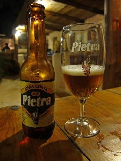 La siempre curiosa Pietra, de Córcega