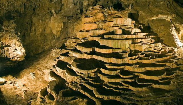 Las terrazas de carbonato de calcio precipitadas de Skocjan