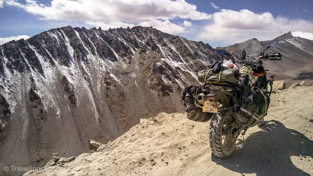 The road to the Khardungla Pass