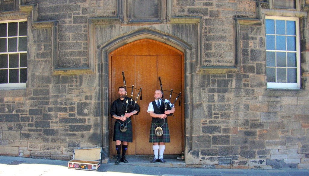 Street Performers - Pipers
