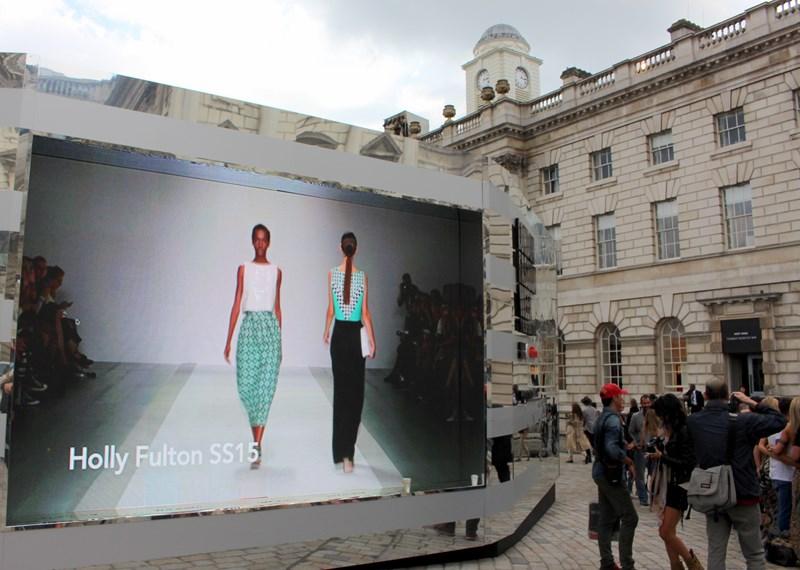 London Fashion Week SS15 - www.travellivelearn.com