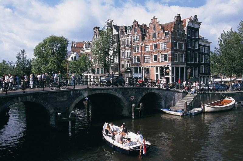 Corner Brouwersgracht & Prinsengracht.jpg_300 (Copy)