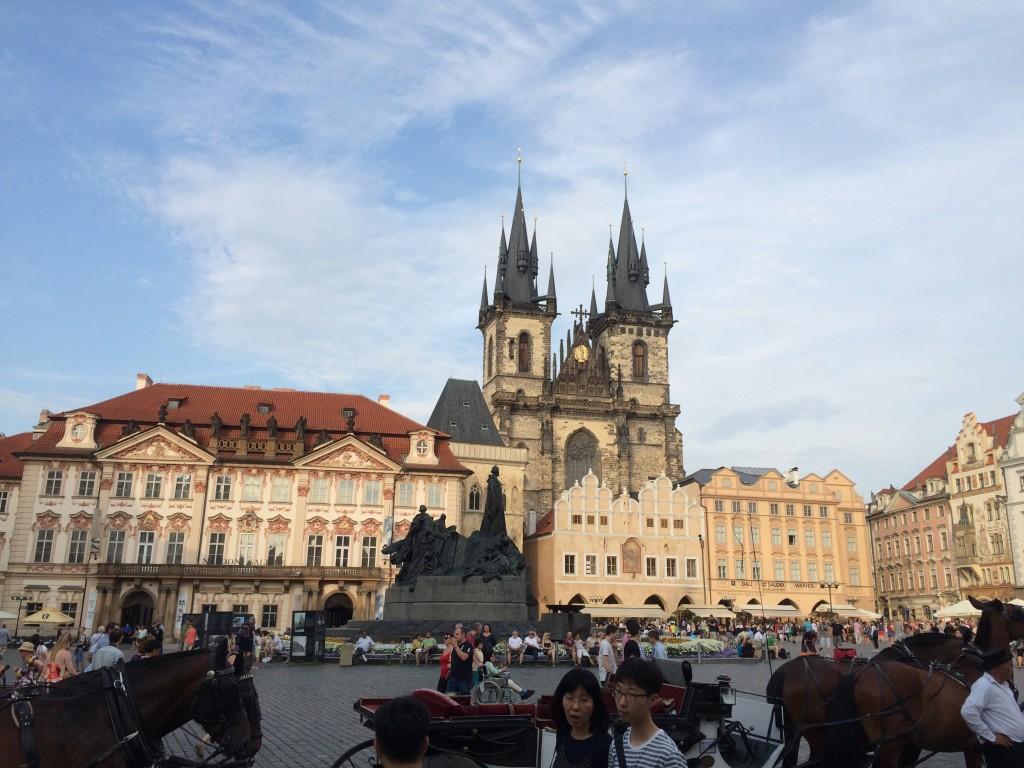 Jordan Lea Expat Explore story travellivelearn 2016 Prague Castle