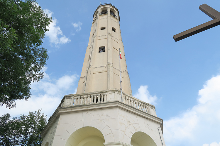 Milan in a day and Brunate Lighthouse - the best of north Italy