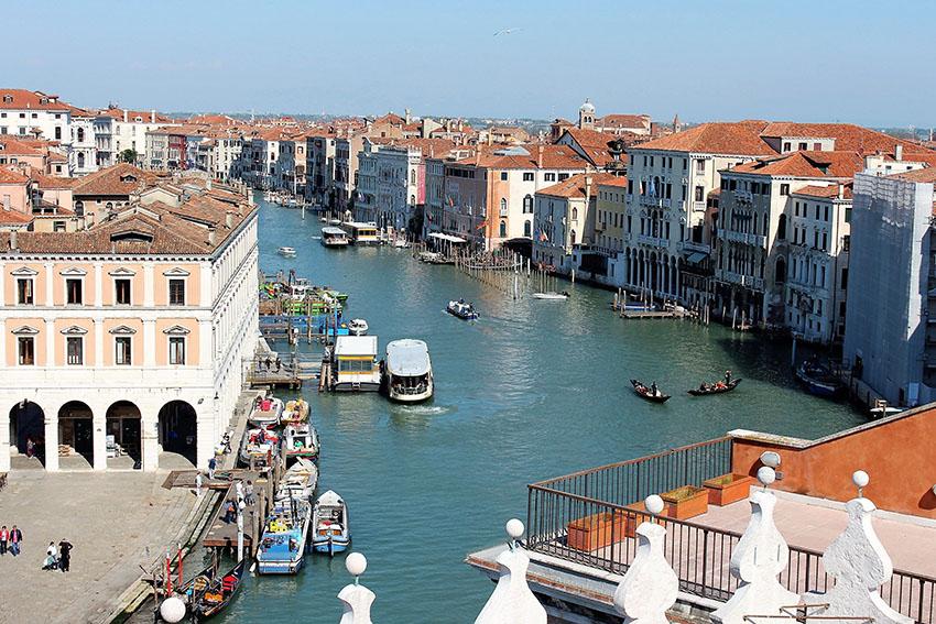 Fondaco dei Tedeschi - best Venice facts - free view