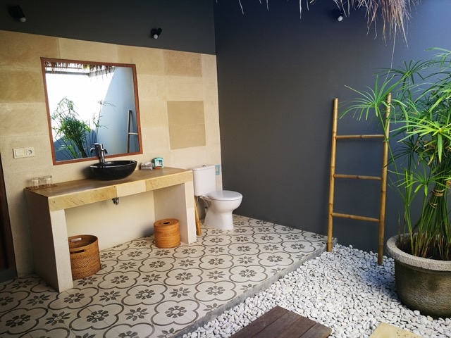 Villa Saia, open-air bathroom