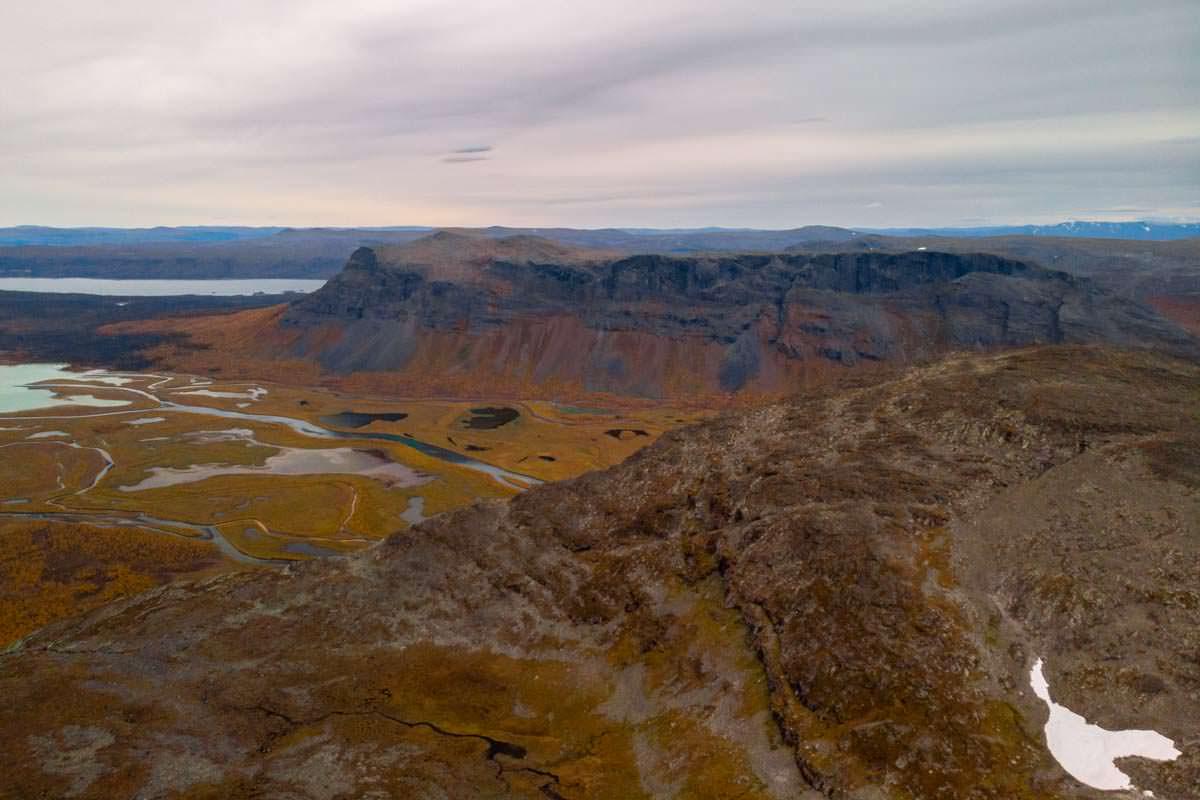 Blick auf das Rapadelta vom Gipfel des Skierffe