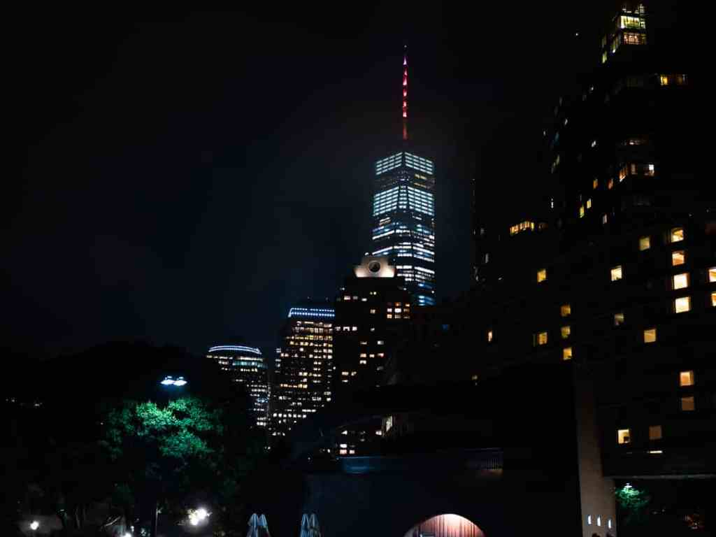 One world trade center de nuit