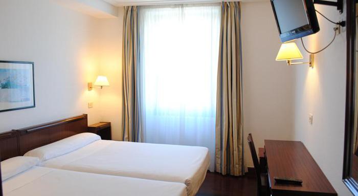 Hotel Zarauz alojamientos y surf en Zarautz