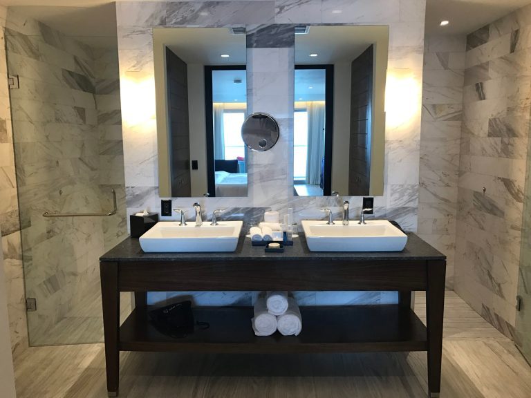 Governor Suite Bathroom Grand Fiesta Americana