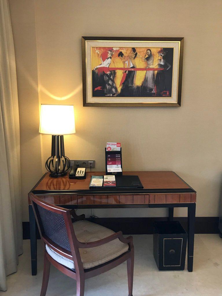 Premier suite desk