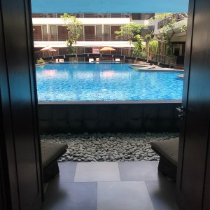 Pool access suite kuta