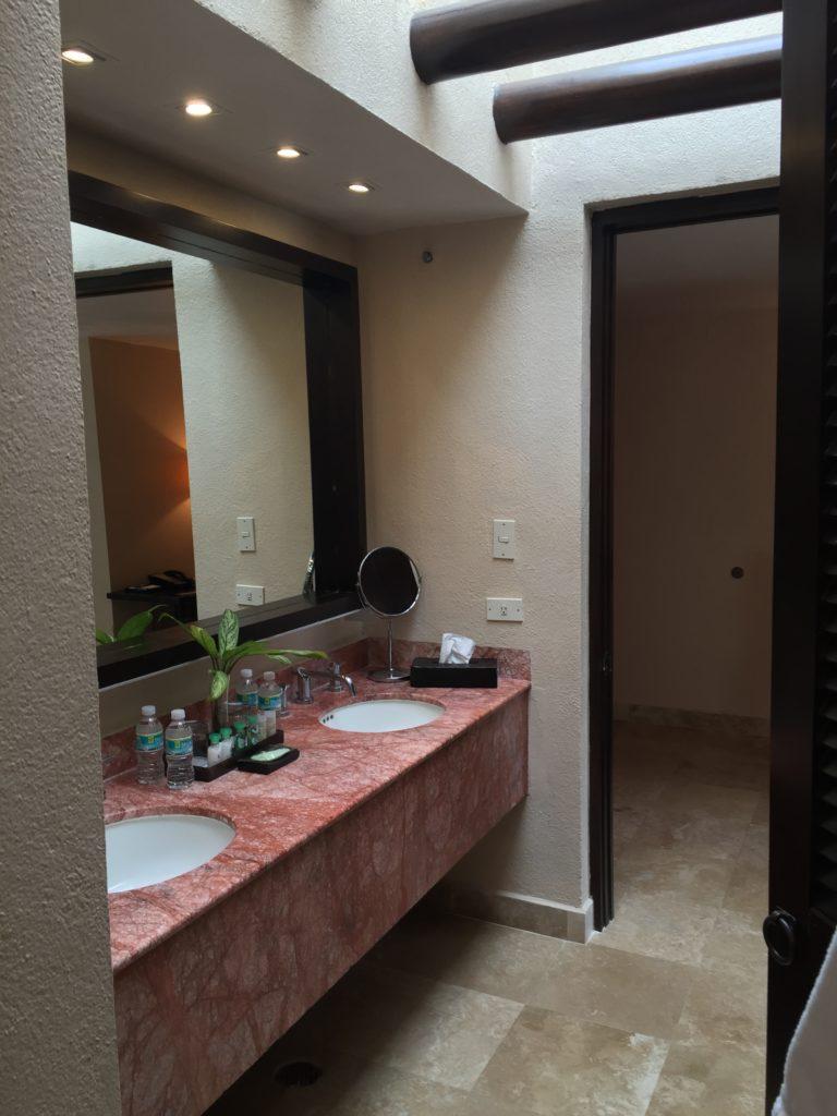 Bathroom Westin Junior Suite Puerto Vallarta