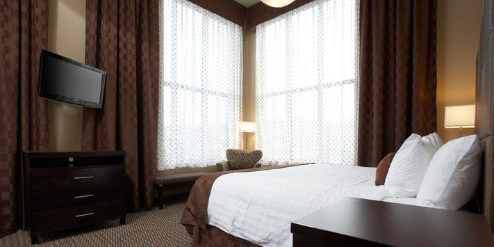 Luxury Suite in Kelowna – A Surprisingly Wonderful Hotel