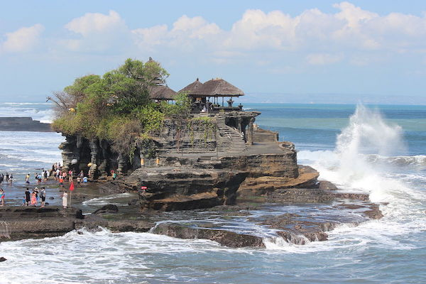 Tanah Lot temple prices and hours - bali travel guide