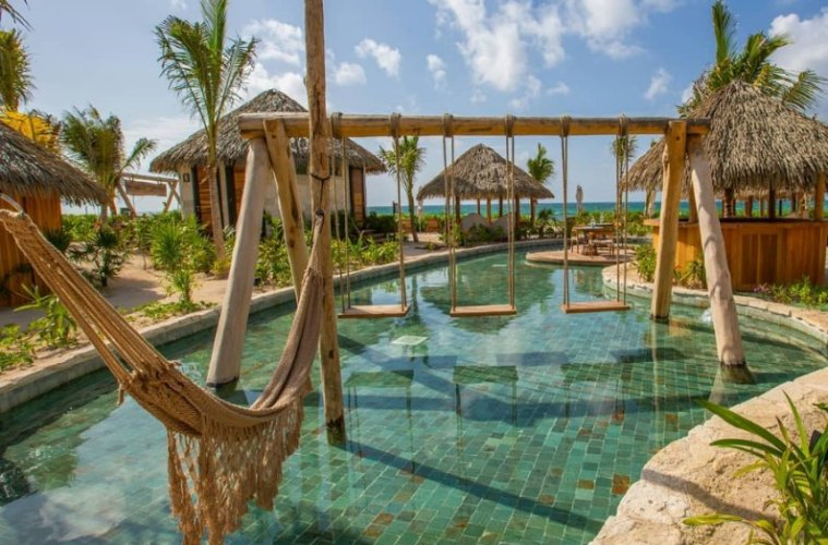Get Paid 120K To Stay In Luxury Resorts For a Year