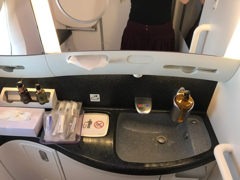 bathroom on 787 Qatar airways business class