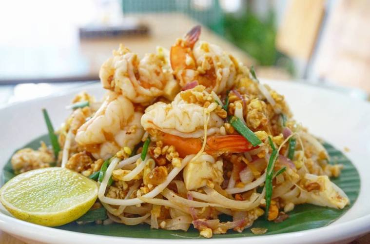 pad thai at Eat Thai restaurant in Hoi An