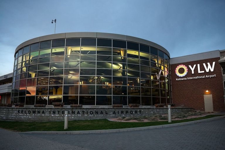Kelowna airport ylw