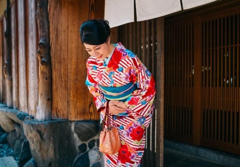 Japanese etiquette - bowing