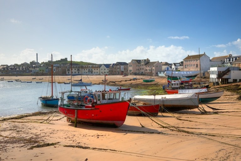 isles of scilly is the warmest place in England and the UK during winter