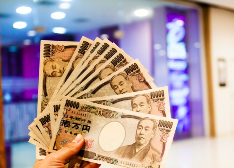 Bring YEN with you on your trip - japan travel tips