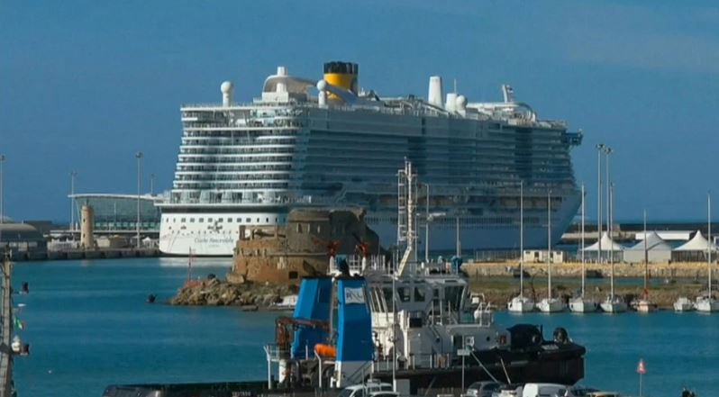 Cruise ship with 7000 passegners quarantined