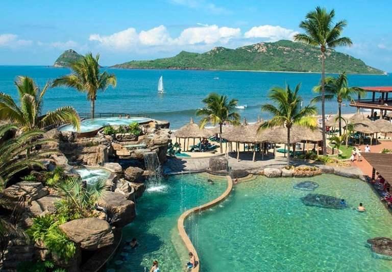 Lap PLay hotel in Mazatlan on beach