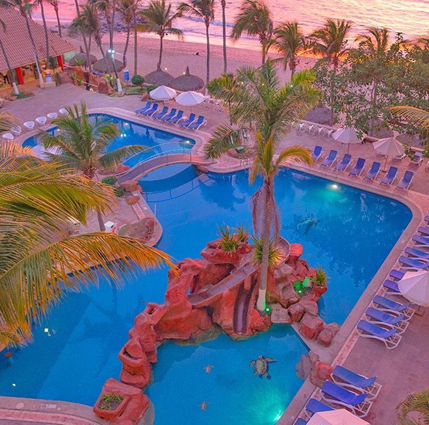 day pass to the luna palace pool